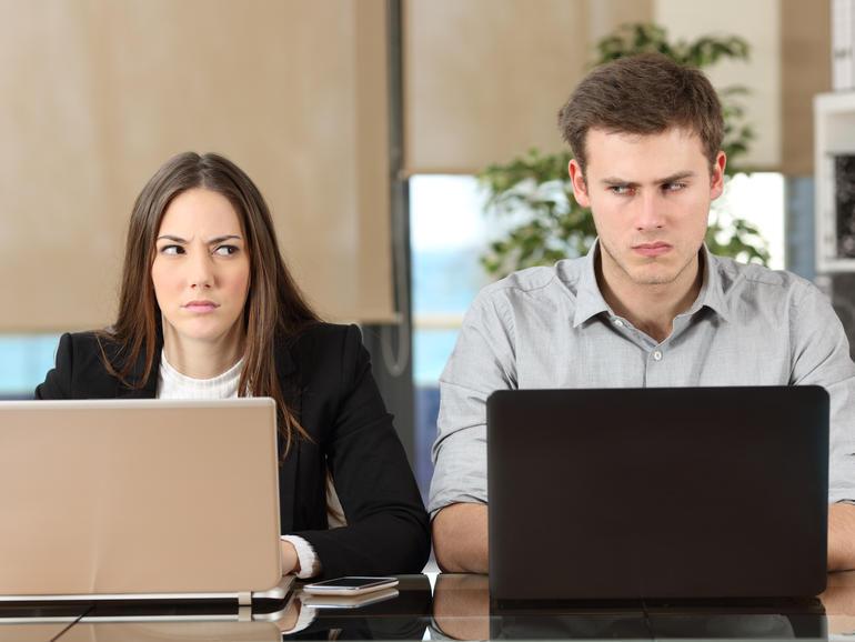 Cómo manejar los conflictos de los empleados después de la toma de posesión